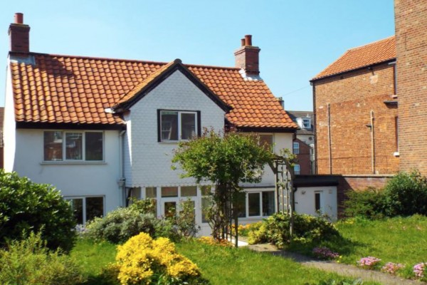white-cottage-cromer-8